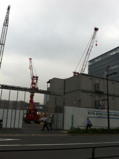 豊洲の街はマンションの建設も目立ちます。