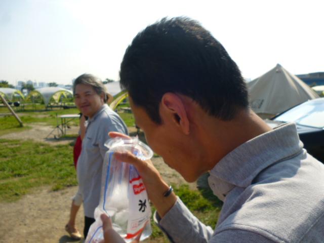 豊洲のWILDMAGICでバーべキュー、解けた氷を飲むシーナマン