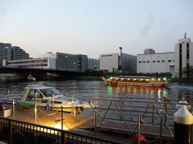 芝浦工大横の船着き場で水彩まつりが開催されました。