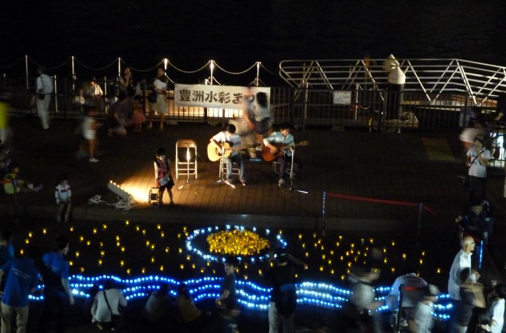 豊洲水彩まつりで芝工大生ユニットによるライブが行われました。