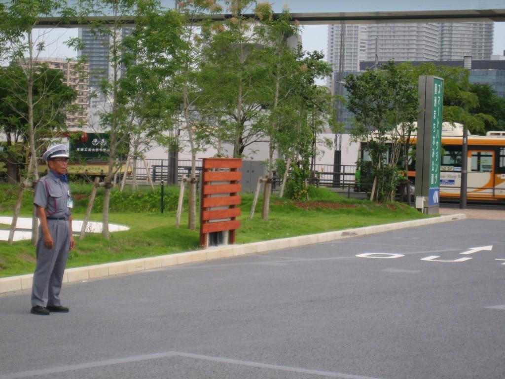豊洲まちなみ公園では交通誘導スタッフがご案内します。