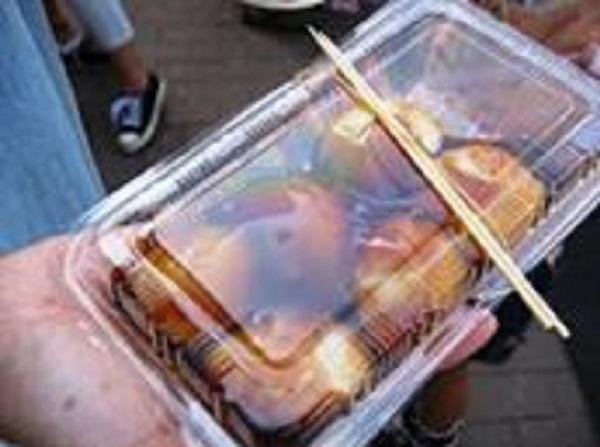 豊洲水彩まつりでは餅つきが開催されました。