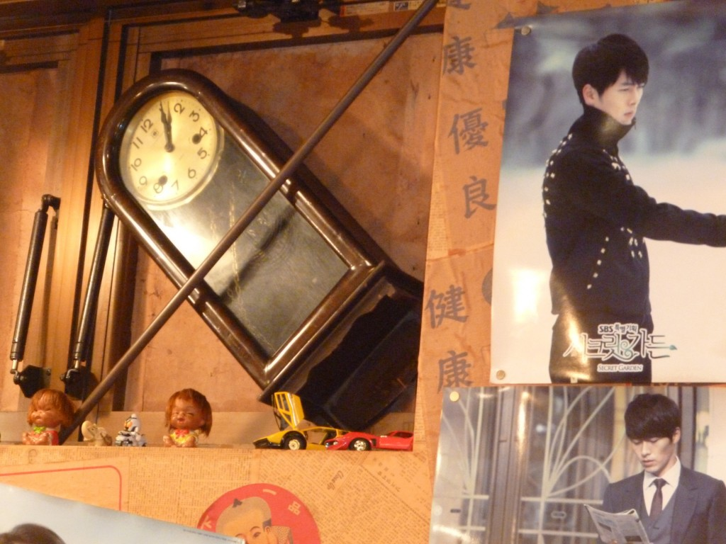 豊洲韓国食堂チャンのレトロな店内