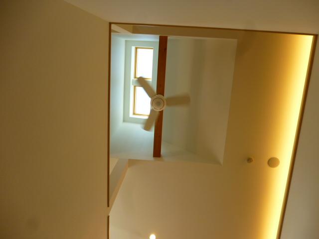 レオハウスの天井は可動式トップライト