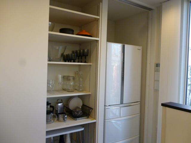 ヤマダ・エスバイエルホームのキッチン収納は冷蔵庫も隠します。