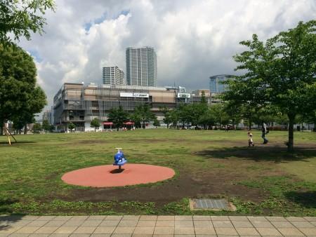 ららぽーと前の公園